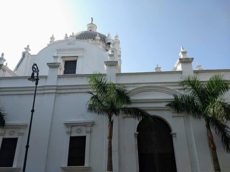 Catedral de Nuestra Señora de Asunción en el Zócalo de Veracruz
