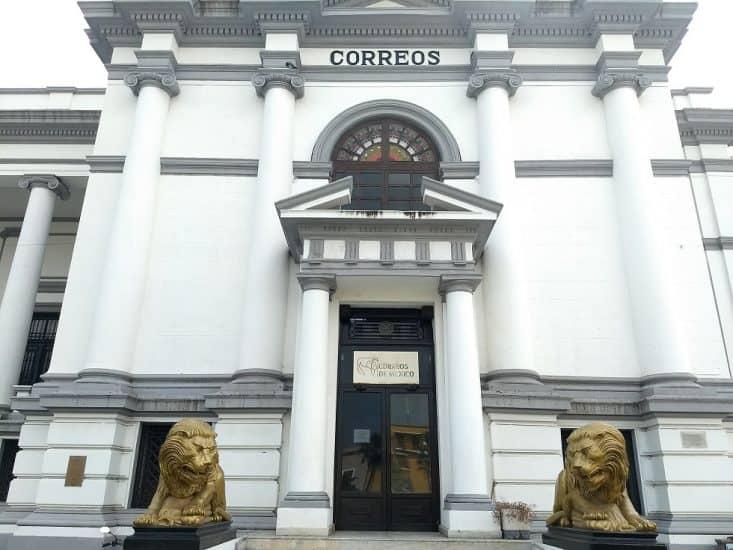 Edificio de Correos y Telégrafos en la plaza de la republica