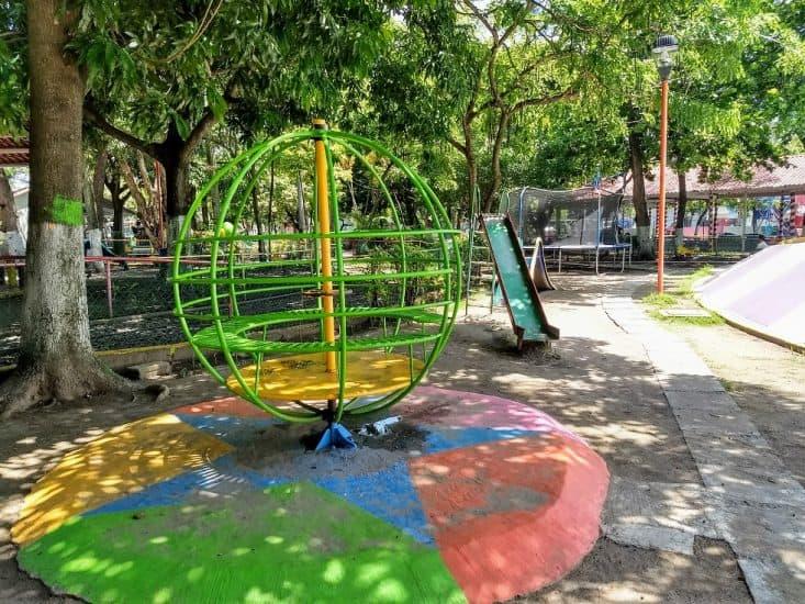 Juego de la vuelta al mundo en parque Cri Cri Veracruz