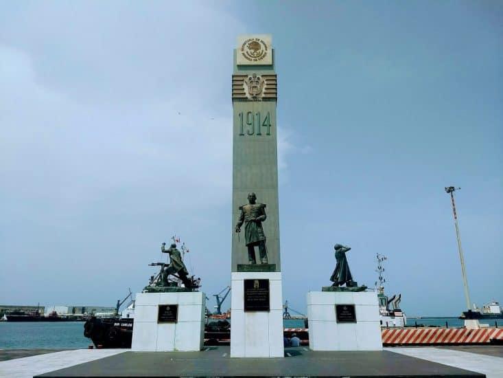 Monumento a los heroes de la batalla de 1914 en el malecón de Veracruz