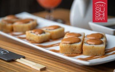 rollos empanizados con salsa chipotle de domu