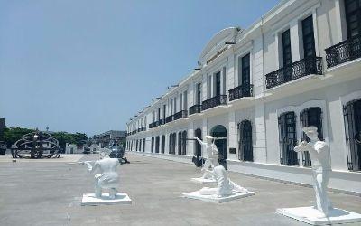 vista de la entrada del museo naval en veracruz