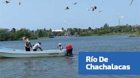 pescadores en la barra de chachalacas