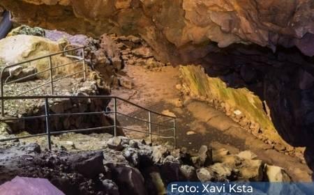 interior de la cueva de la Orquídea