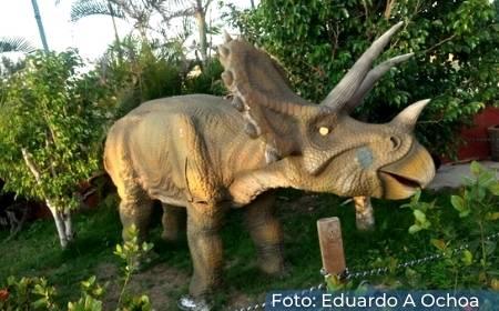escultura dentro del Parque Coatzacoalcos jurásico